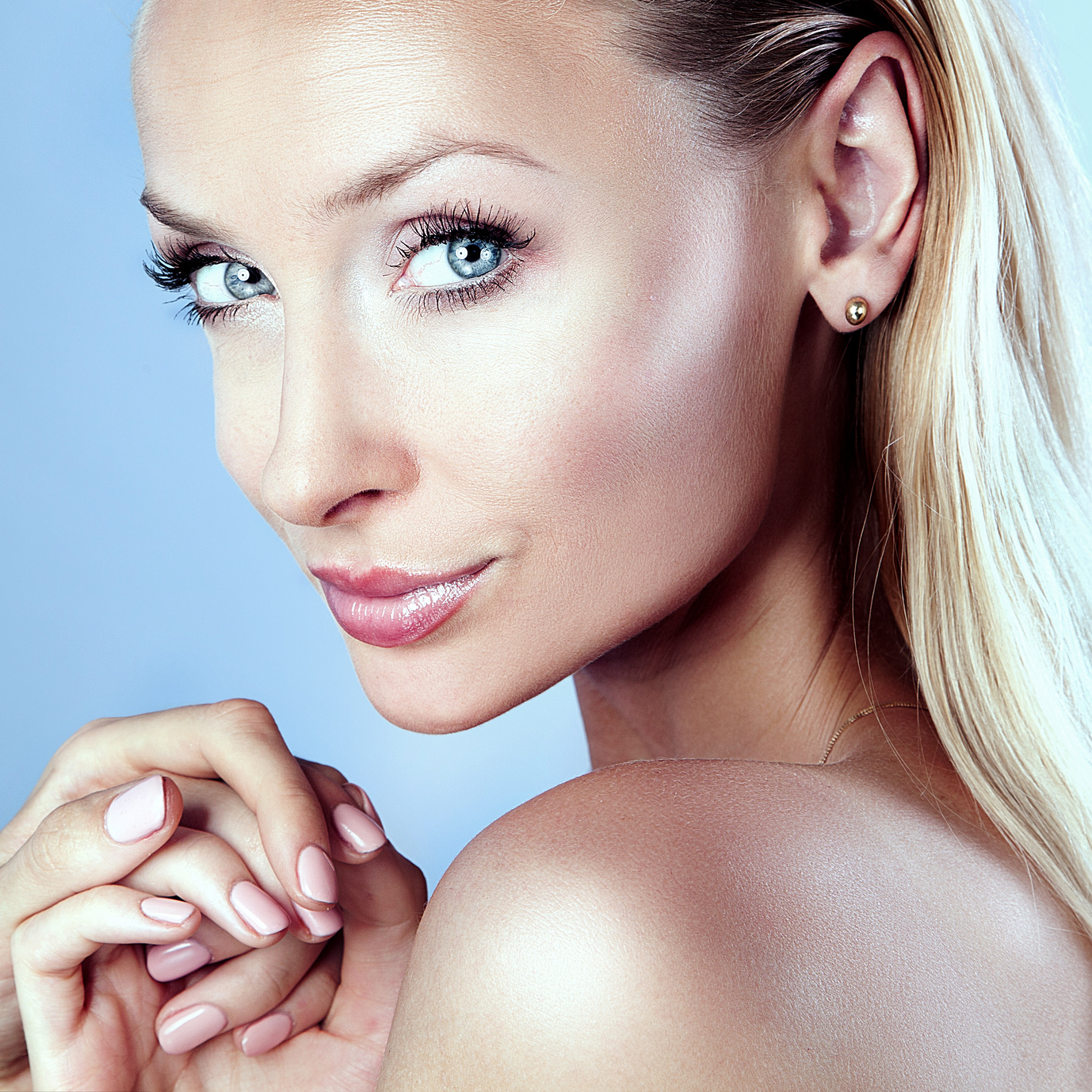 La prévention du vieillissement du visage, ou comment s'entretenir pour rester soi même dans de le bonheur de l'être.